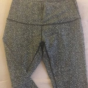 Lululemon Capri Pants Size 12 Black and White